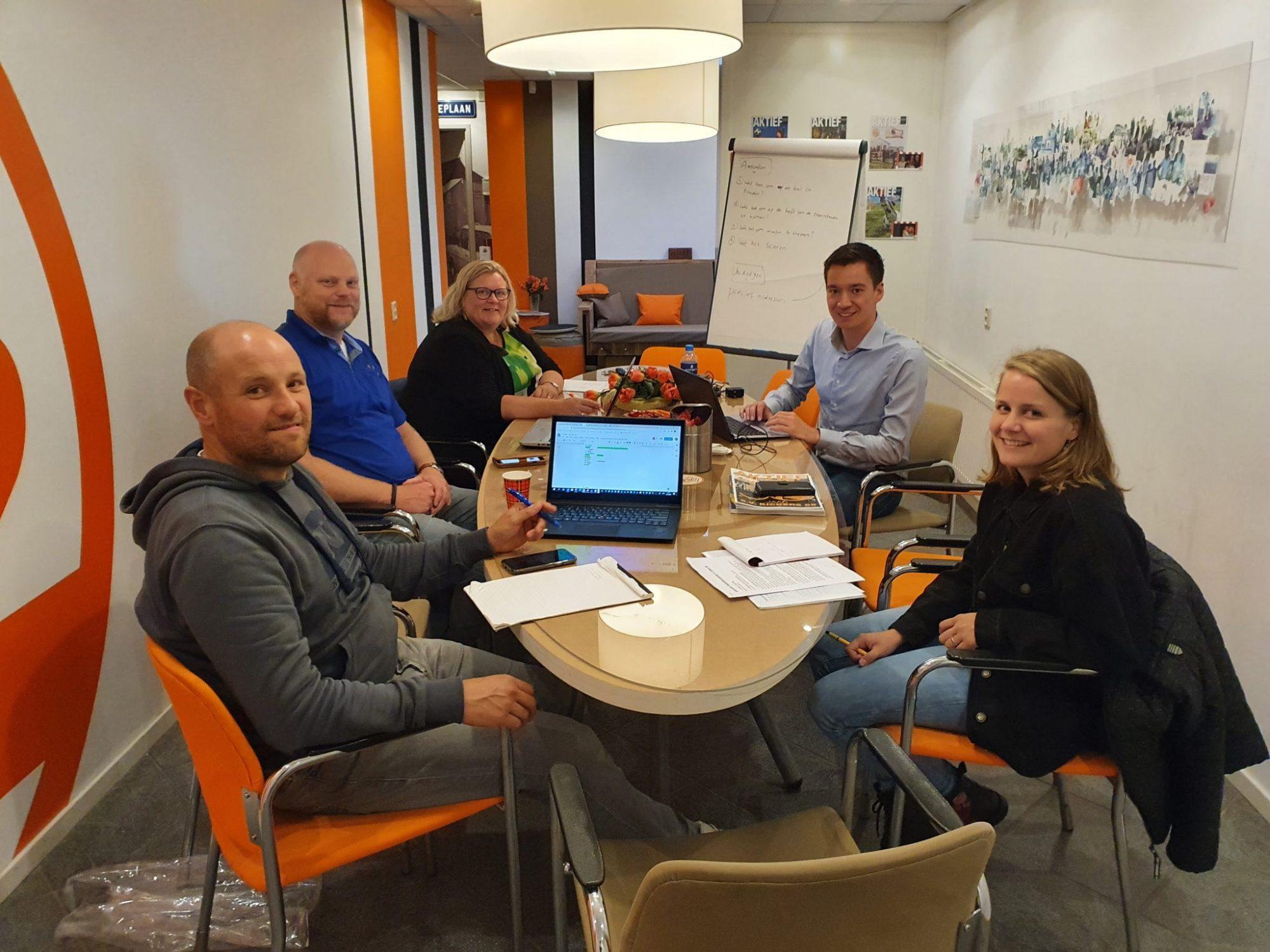 De Vrijwilligerscommissie, v.l.n.r. Daan van der Sar, Jos Braakman, Ingrid Mollers, Roy Möllers en Roos van der Zwaan